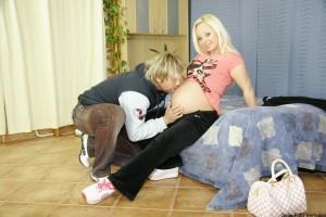 De zwangere buurvrouw